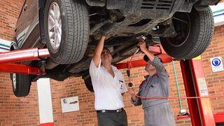 Qué ocurre si la avería de un coche persiste al salir del taller
