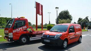 Mapfre añade vehículos taller eléctricos y grúas híbridas a su flota de asistencia