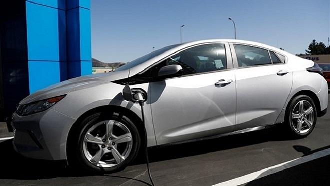 El 37% de los españoles compraría un coche híbrido