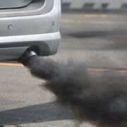 Qué averías revela el color del humo que expulsa un coche