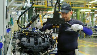 Un cibertraje para mejorar la ergonomía de los trabajadores de automoción