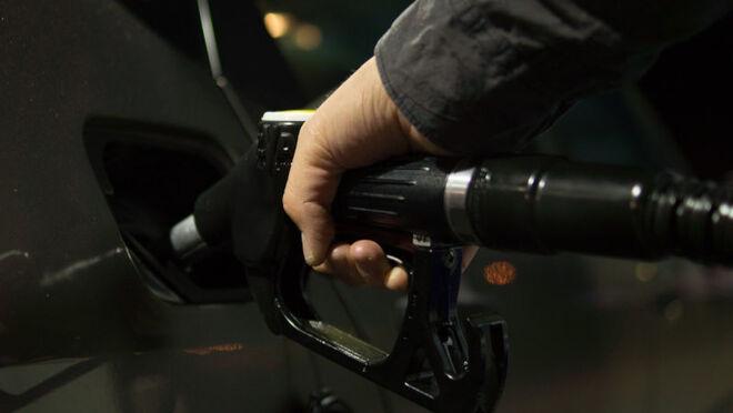 DIARIOMOTOR: La subida de impuestos al gasóleo se retrasará, ¿pero cuándo y cómo se revisarán los impuestos al diésel?