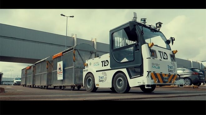 TractEasy, el tractor autónomo de uso industrial de PSA y EasyMile