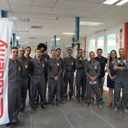 Glasurit forma a la red Nissan en su Refinish Competence Center