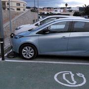 Las gasolineras deberán tener puntos de recarga con electricidad de origen renovable