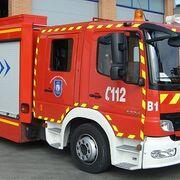 Extinguido un incendio en un taller con depósito de vehículos en Valdemorillo (Madrid)