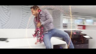 Tiresur y sus empleados felicitan la Navidad con un divertido vídeo
