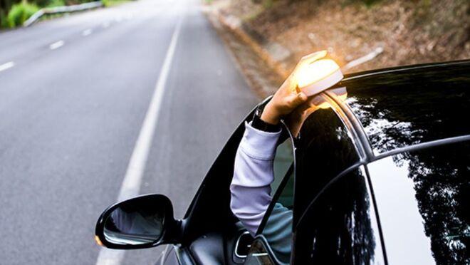 Tráfico estudia implantar una luz acoplable en el techo de los coches para prevenir atropellos