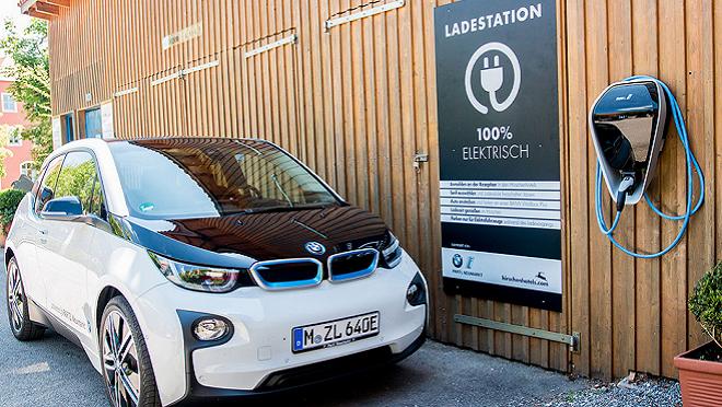 Cargar los coches eléctricos ya puede ser tan rápido como poner gasolina