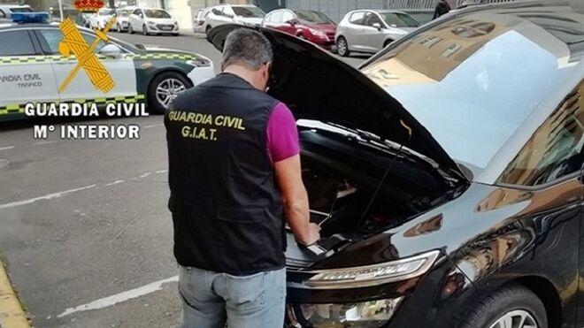 Investigados por manipular el odómetros de 13 vehículos