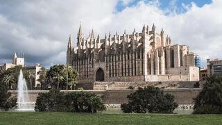 Baleares prohíbe el uso de coches diésel y gasolina para turistas