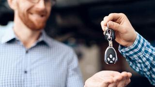 ¿Quién paga la factura si el cliente repara el vehículo por su cuenta en garantía?