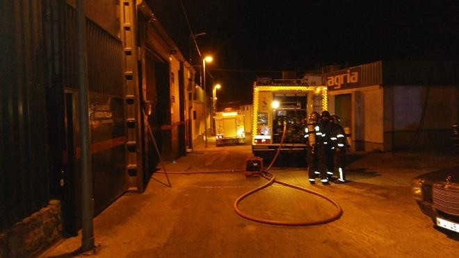 Se incendia un taller de coches en Sanlúcar de Barrameda (Cádiz)