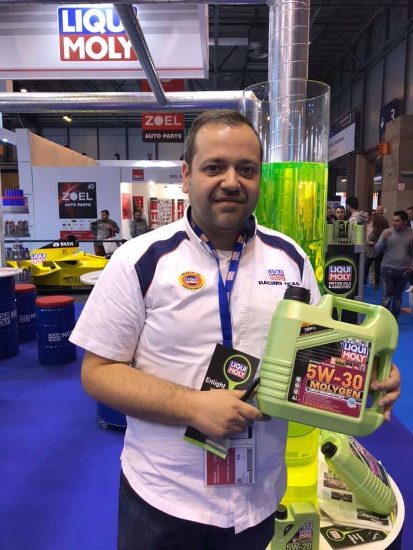Cláudio Delicado, director de Marketing de Liqui Moly, presentando la nueva gama de aceites Molygen, que generó mucho interés entre los talleres en la feria