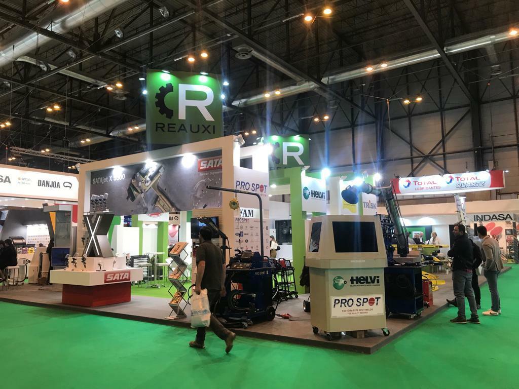 Genereso stand de Reauxi, en dimensiones y exposición de productos para el taller de chapa y pintura
