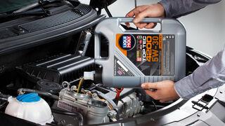 ¿Es obligatorio utilizar la marca de aceite de motor recomendada por el fabricante del vehículo?