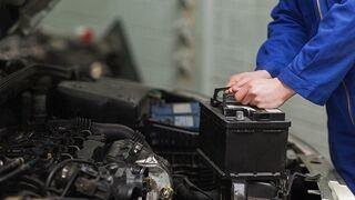 ¿Cuándo se debe cambiar la batería de un vehículo?