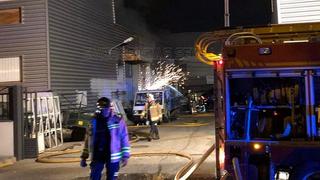 Se incendia un taller de chapa y pintura ubicado en un polígono de Sevilla