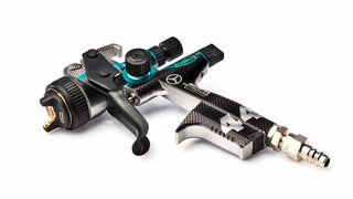 Spies Hecker presenta una pistola Race con los colores de AMG Petronas