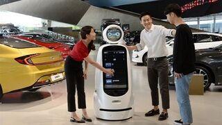 Hyundai introduce robots para vender coches en sus concesionarios