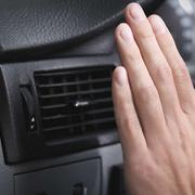 ¿Por qué se debe revisar el aire acondicionado?