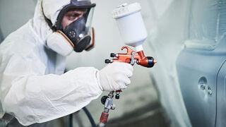 Cómo evitar irregularidades en el acabado cuando se utiliza pintura metalizada