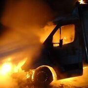Cinco coches arden en un desguace ilegal en Castañeda (Cantabria)