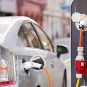 Las ventas de vehículos electrificados, híbridos y de gas crecen el 31% en julio