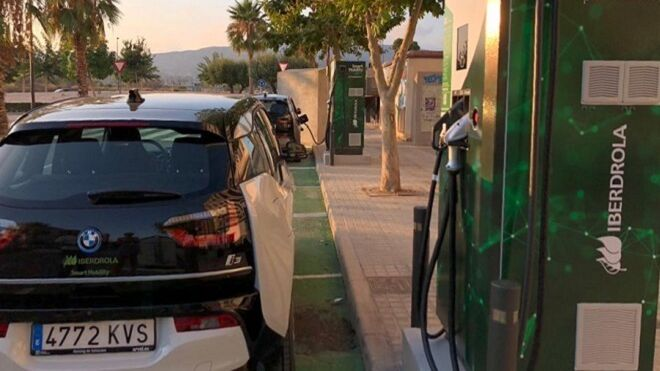 Iberdrola instala sus primeros puntos de recarga de vehículos en Alicante