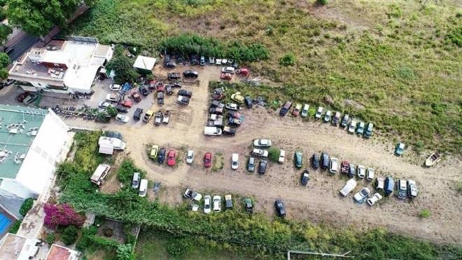 Localizan un taller ilegal con un centenar de vehículos en Sant Antoni (Ibiza)