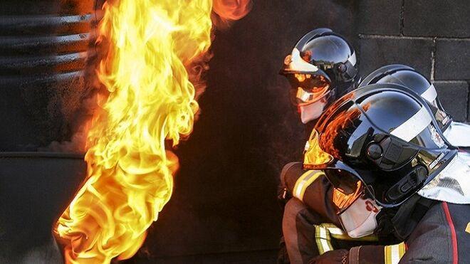 Importantes daños materiales en el incendio en un taller mecánico en Toro (Zamora)