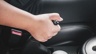¿Qué mantenimiento debe tener el freno mano?