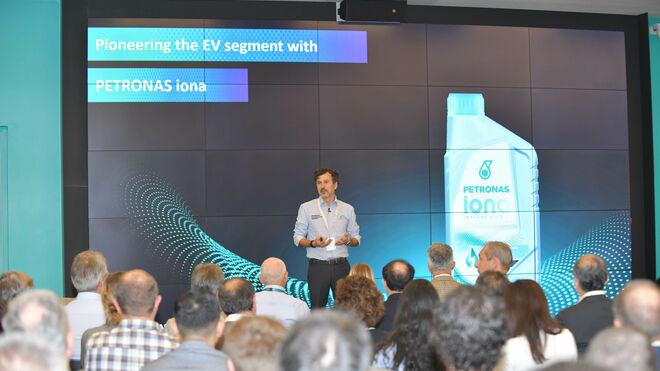 Petronas celebra el primer simposio sobre fluidos de vehículos eléctricos