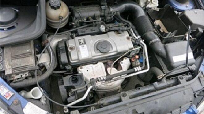 ¿Qué proceso debe seguir la limpieza del carburador con un spray?
