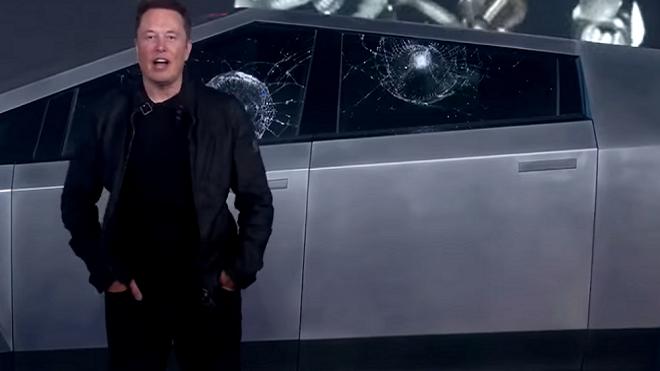 Elon Musk rompe en una presentación el cristal indestructible de su último vehículo