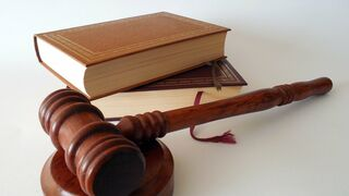 El dueño de un taller en Orense es juzgado por fingir un accidente  y cobrar el seguro