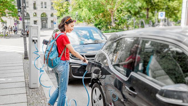 El PSOE y Unidas Podemos acuerdan ayudas económicas para la compra de eléctricos