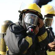 Varios coches calcinados en el incendio de un taller de Jerez (Cádiz)