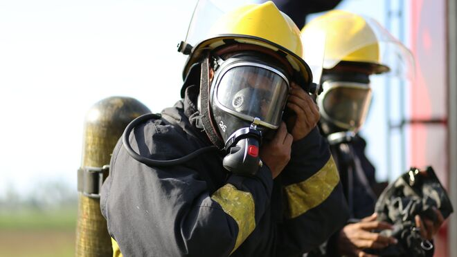 Incendio en un concesionario de camiones en Villabona (Guipúzcoa)