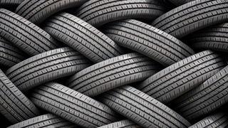 "Retirados todos los neumáticos usados de un ""cementerio de ruedas"" en Jabalquinto (Jaén)"