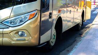 Herido el operario de un taller al explotar el neumático de un autobús en Berriozar (Navarra)