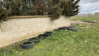 Denuncian vertidos ilegales de neumáticos en Benavente (Zamora)