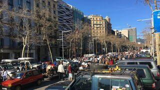 Más de 2.500 vehículos, con el apoyo del Gremi de Talleres, colapsan Barcelona por la ZBE