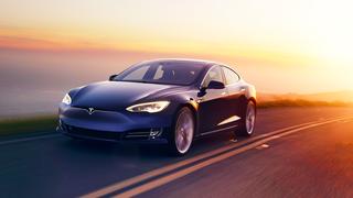 Tesla confirma que será posible usar las cámaras laterales de sus coches para aparcar