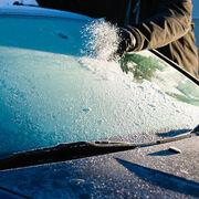 Tres innovaciones tecnológicas para quitar el hielo del parabrisas sin rascar