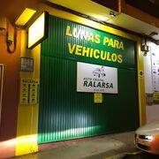 Un taller de Lugo desinfecta gratis el interior de coches de Policía y ambulancias