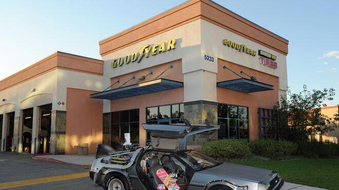 """El mítico DeLorean de """"Regreso al Futuro"""", equipado con Goodyear"""