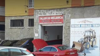Tres heridos por inhalación de humo en el incendio de un taller en Ceuta