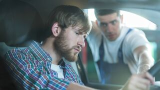 La OCU recibe denuncias de cobros abusivos por la desinfección de coches en talleres