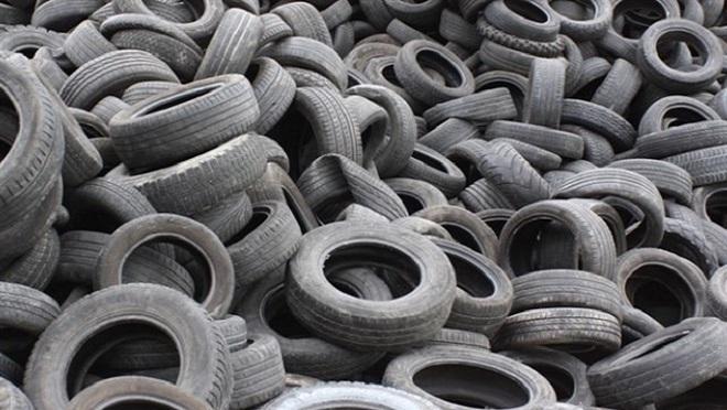 Denunciados por abandonar centenares de neumáticos en A Coruña